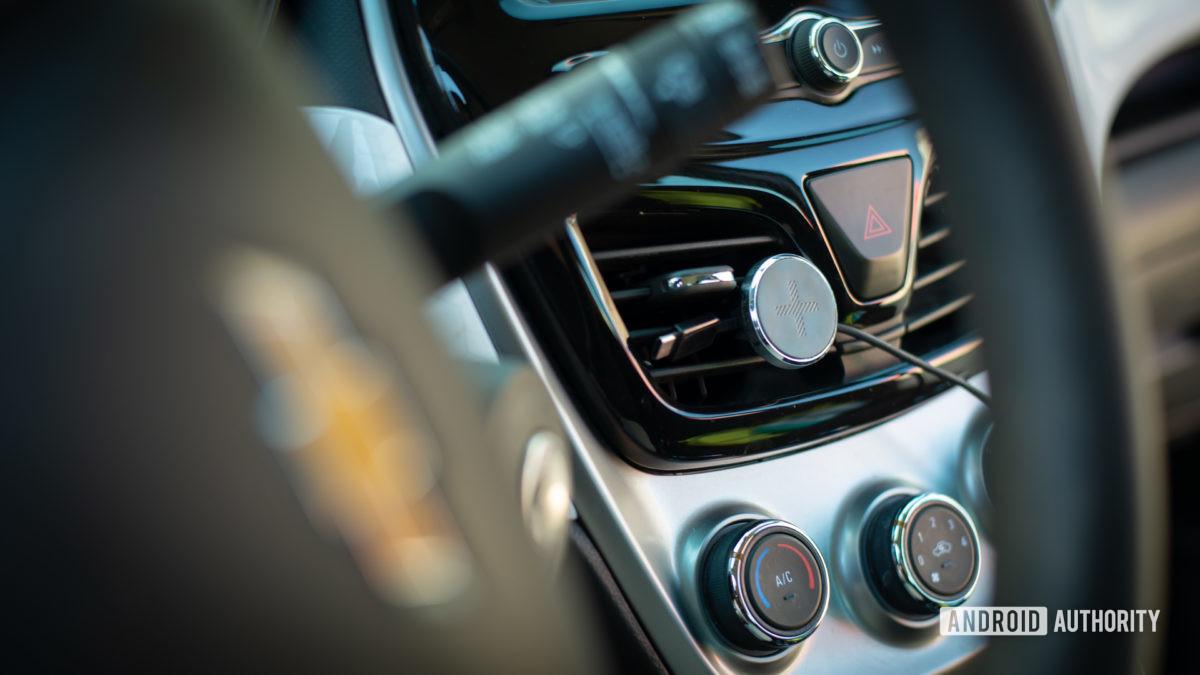 Logitech Plus Trip magnetic car vent mount review 5