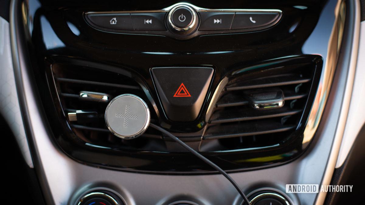 Logitech Plus Trip magnetic car vent mount review 6
