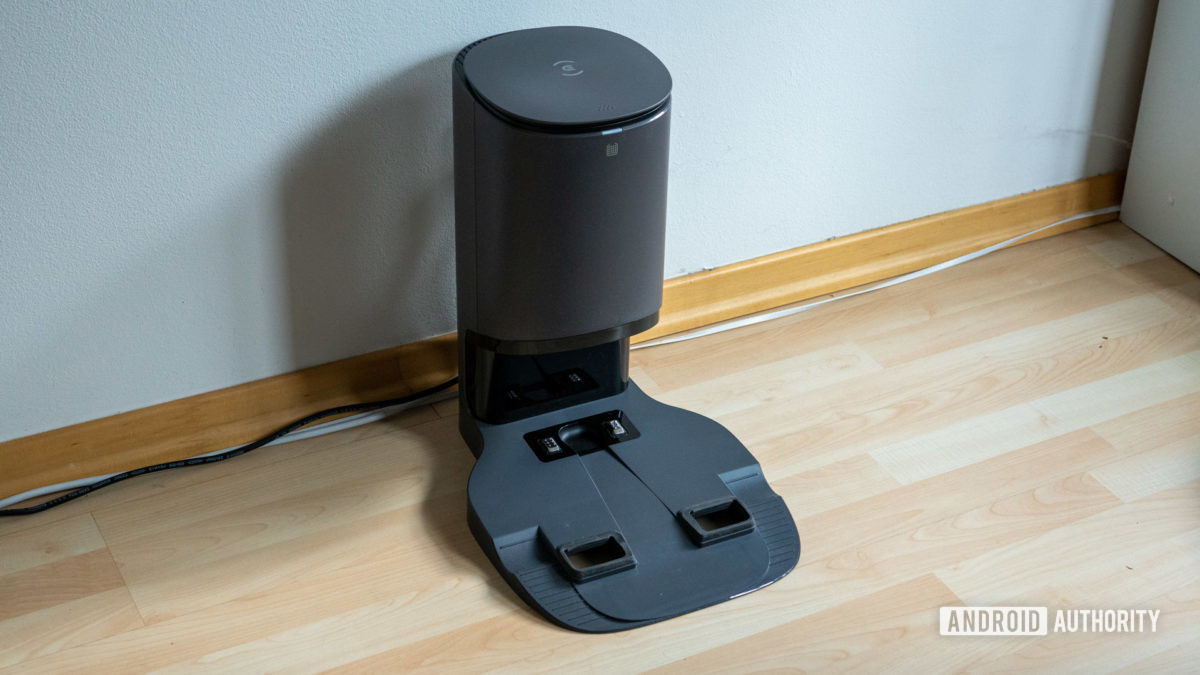 Ecovacs Deebot Ozmo N8 review auto empty base station