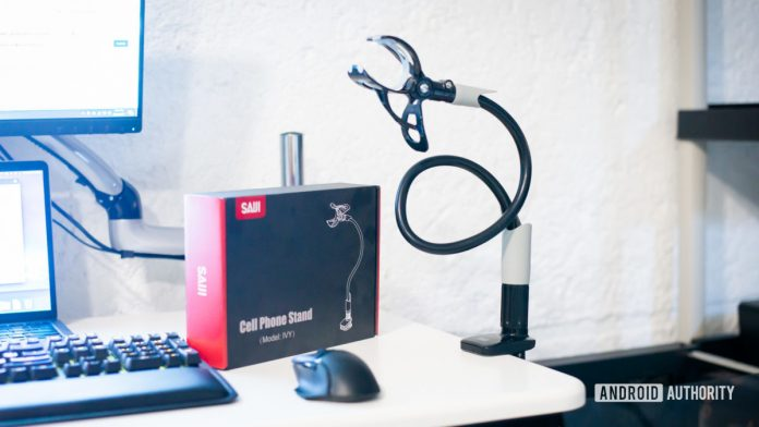 Saiji Gooseneck Phone Holder review: Strong, flexible holder for desks and beds