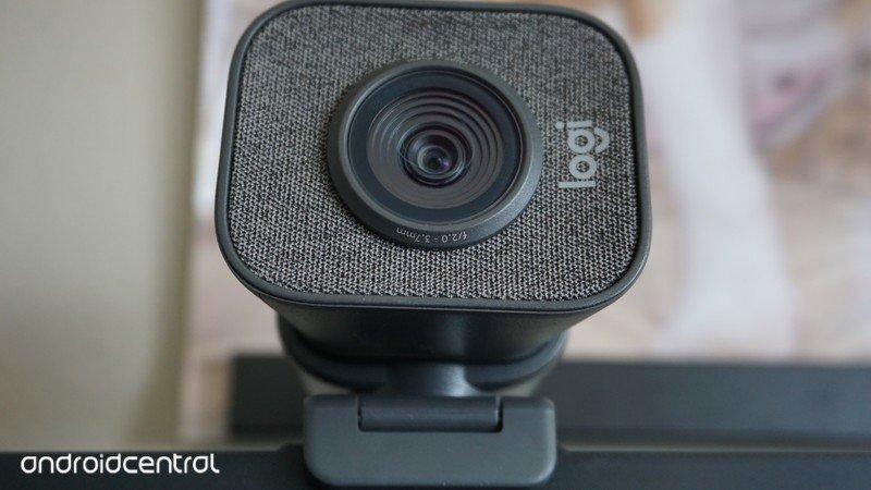 logitech-streamcam-front-2.jpg