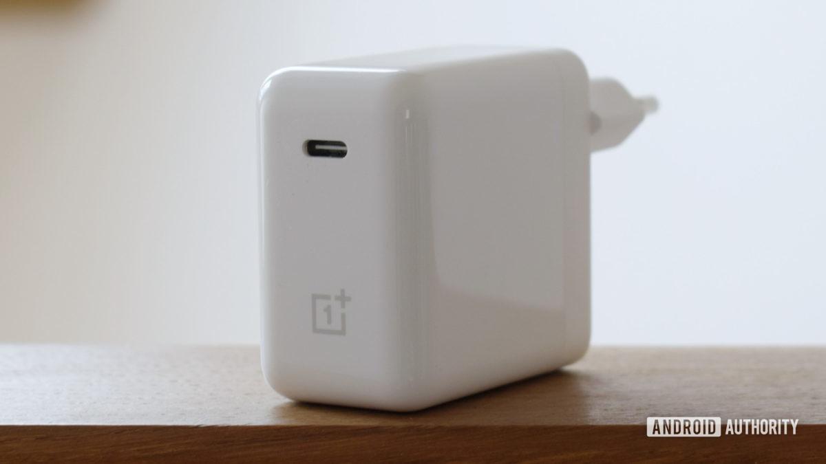 OnePlus Warp Charge 65 USB C port
