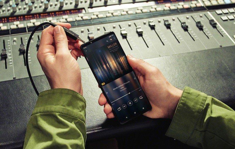 xperia-1-iii-lifestyle-headphones.jpg