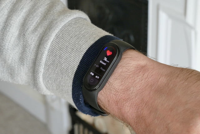 xiaomi mi band 6 review heart rate