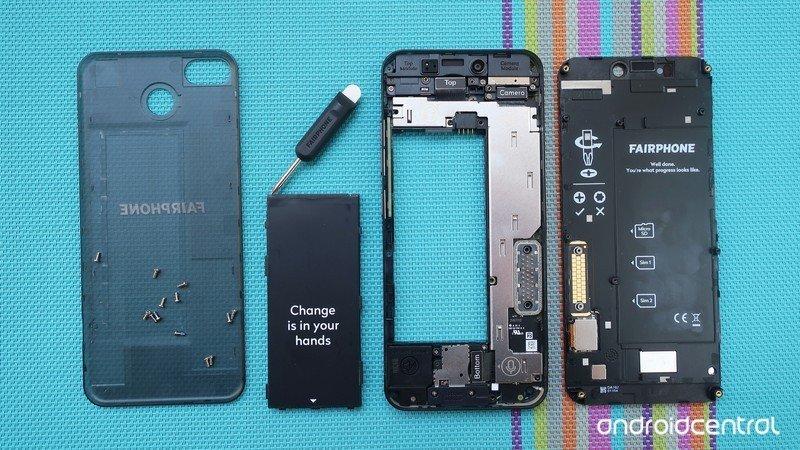 fairphone-teardown.jpg?itok=xxlM0IP0