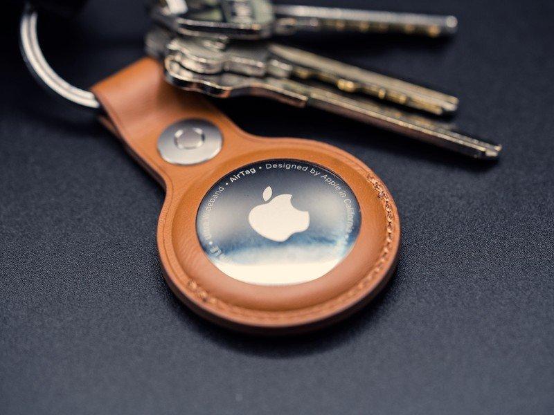 airtag-keychain-macro.jpg