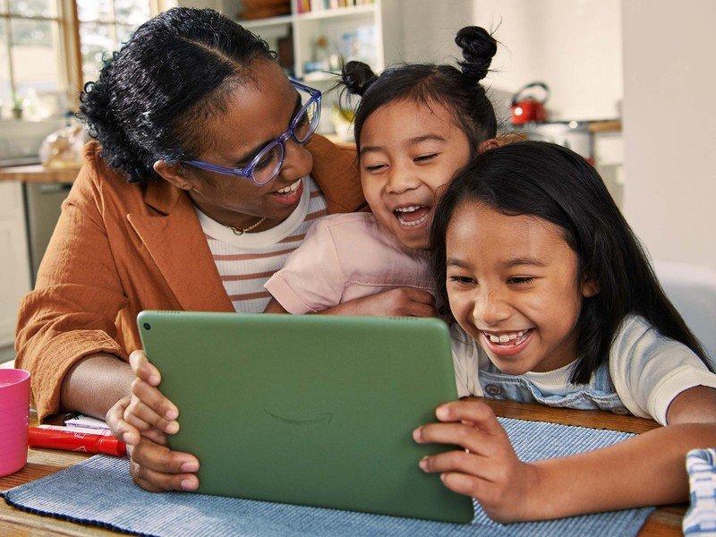 amazon-fire-hd-10-tablet-2021-mom-kids.j