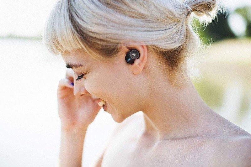 jbl-tune-t120tws-true-wireless-lifestyle