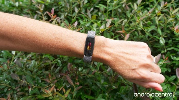 Fitbit Luxe review: A luxury fitness tracker for fashion-forward folks