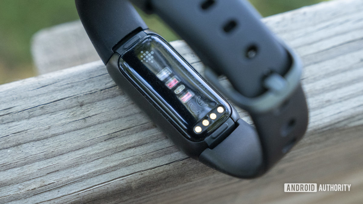 fitbit luxe review heart rate sensor