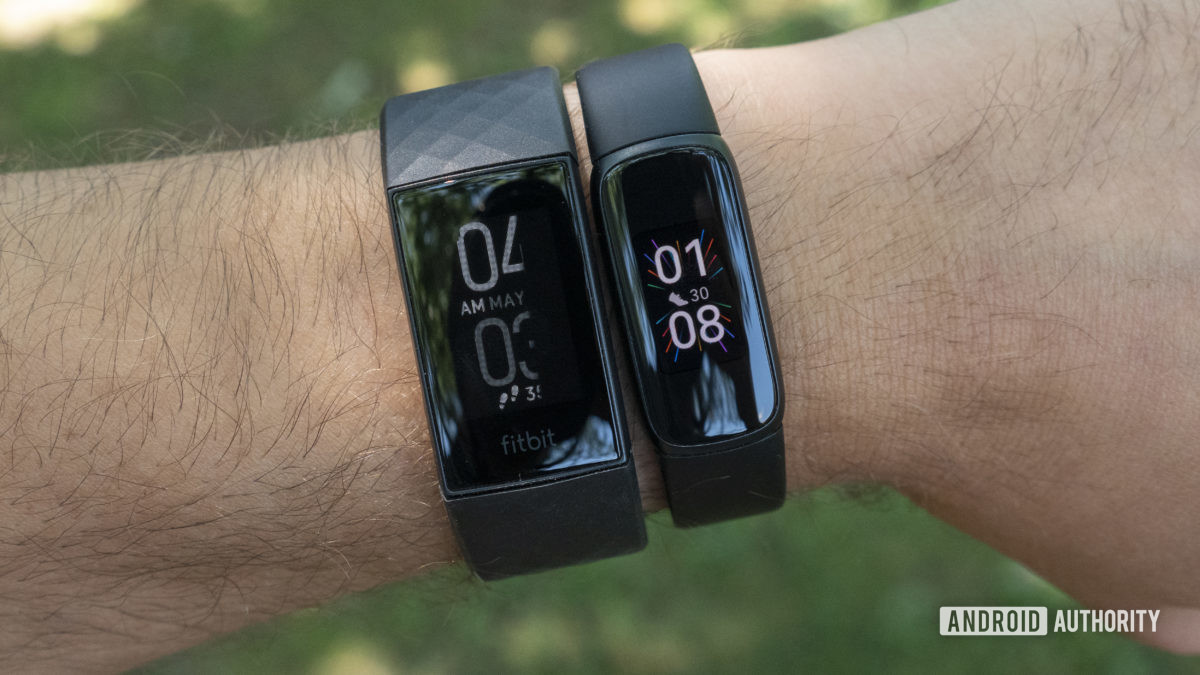 fitbit luxe vs fitbit charge 4 on wrist