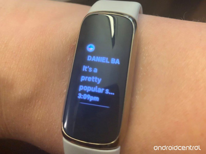 fitbit-luxe-messages.jpg