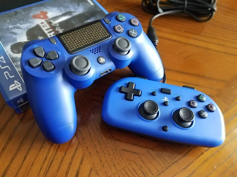 mini-wired-gamepad-and-dualshock-4-with-