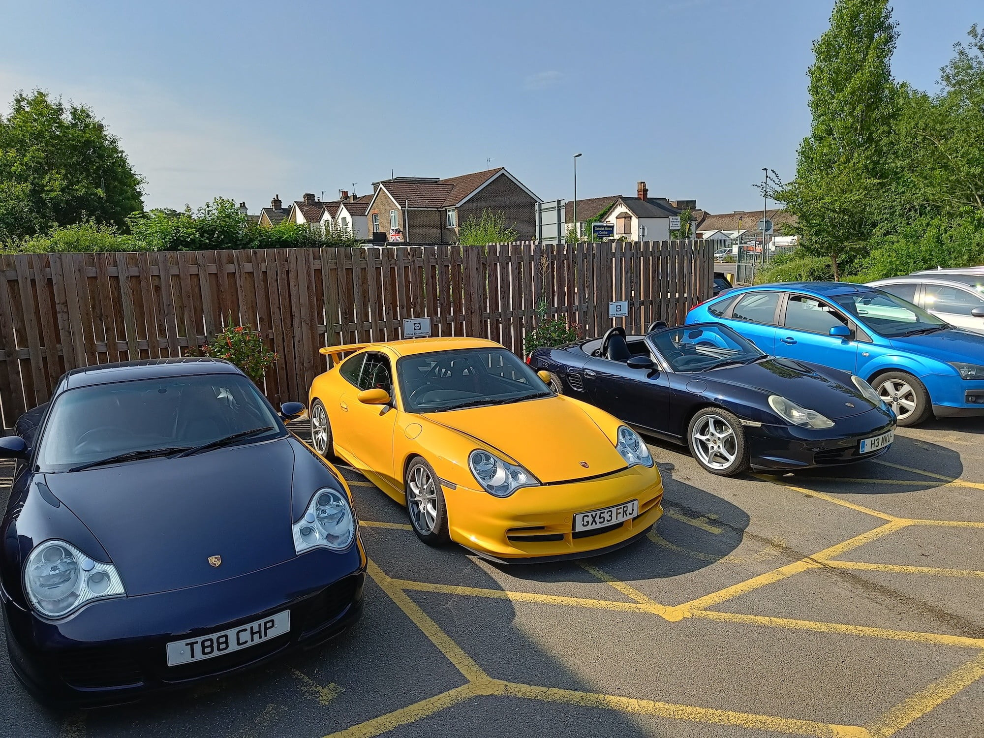 Photo of cars taken with the OnePlus Nord 2.