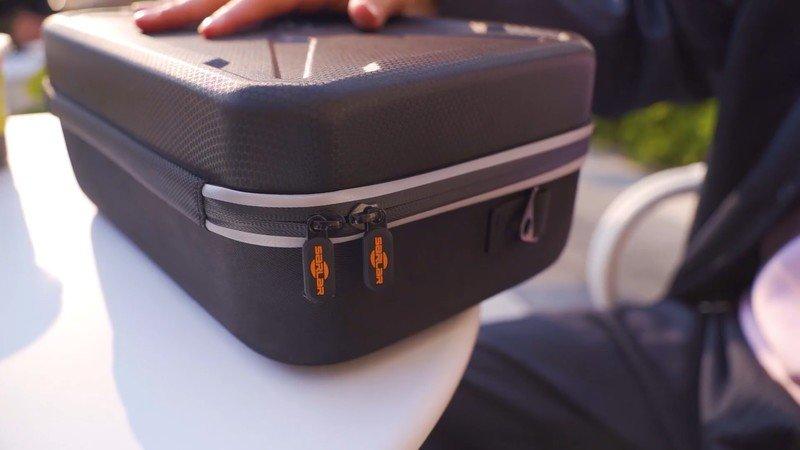 fashion-travel-case-quest-2-lifestyle.jp