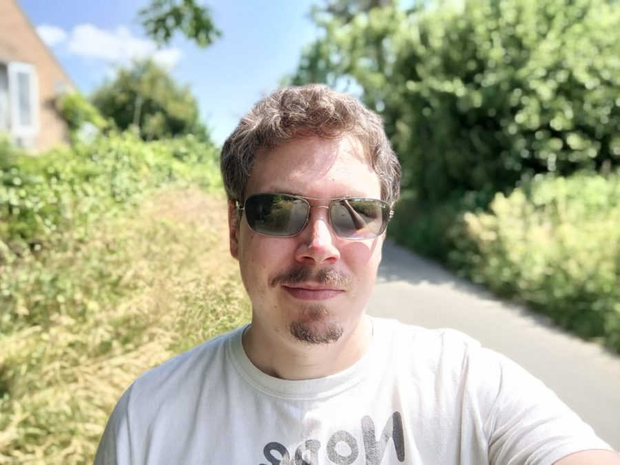 OnePlus Nord 2 5G camera sample selfie outdoors with bokeh