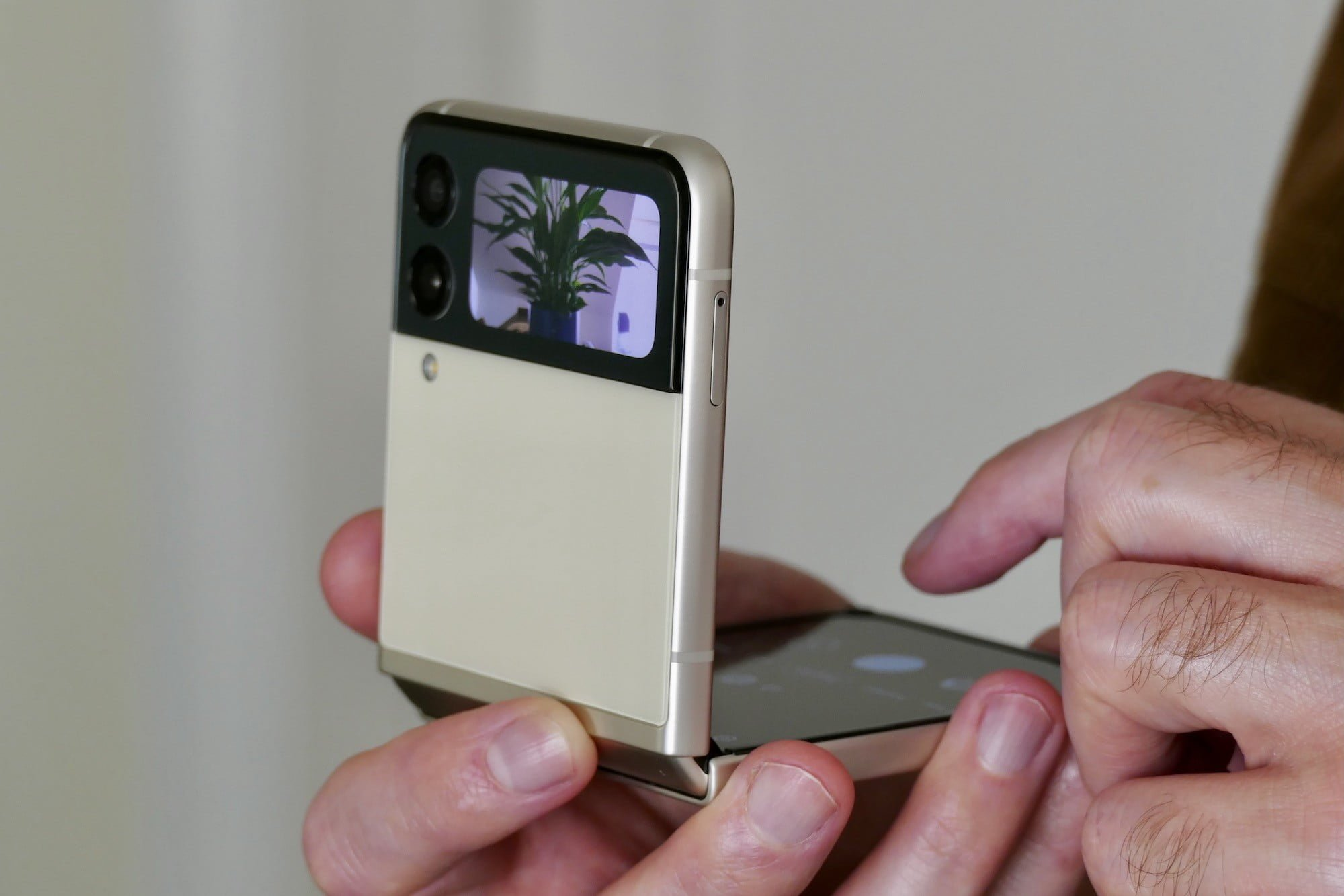 Cover Screen showing camera viewfinder on the Galaxy Z Flip 3.