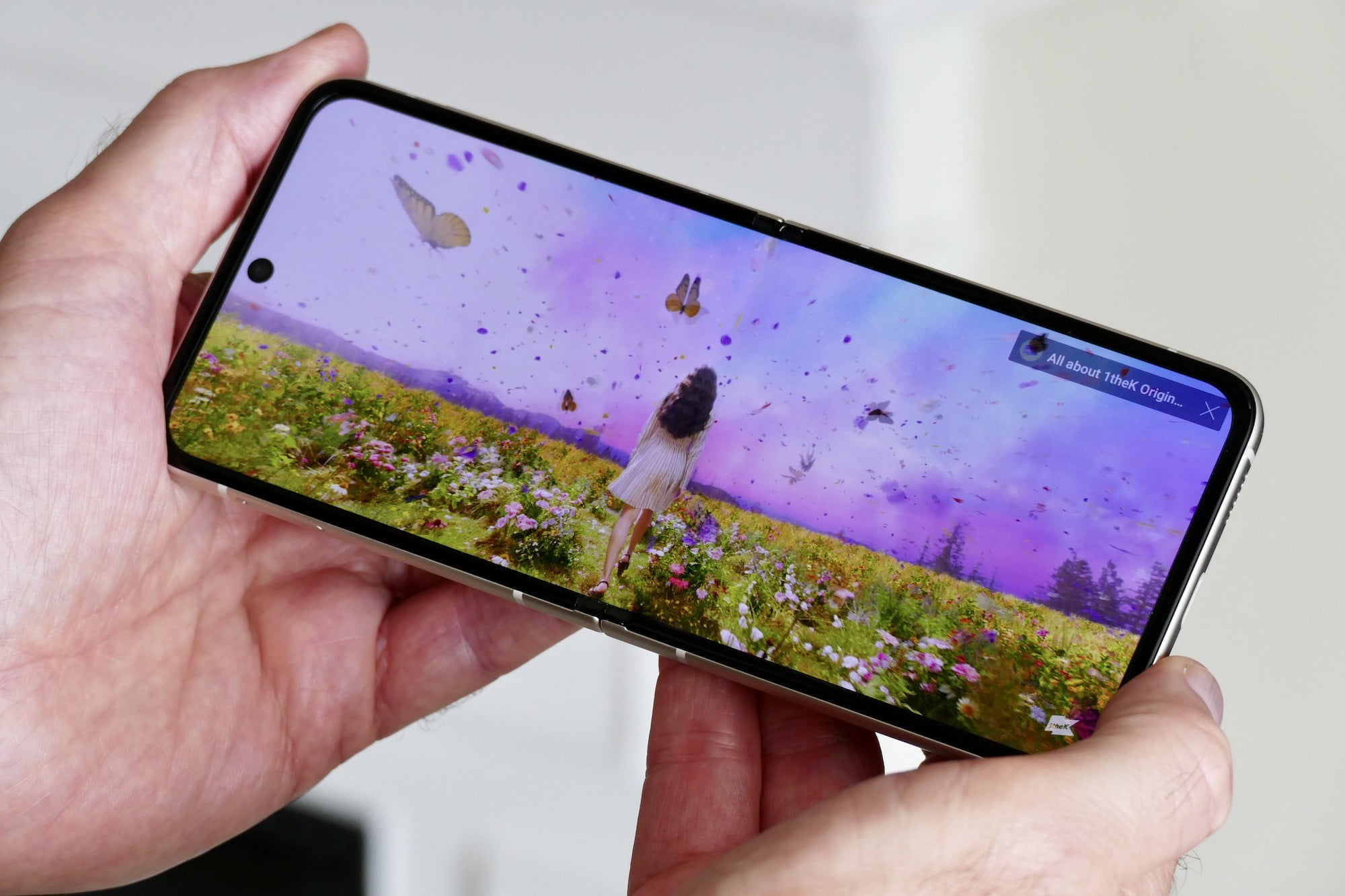 Video playing on the Galaxy Z Flip 3.