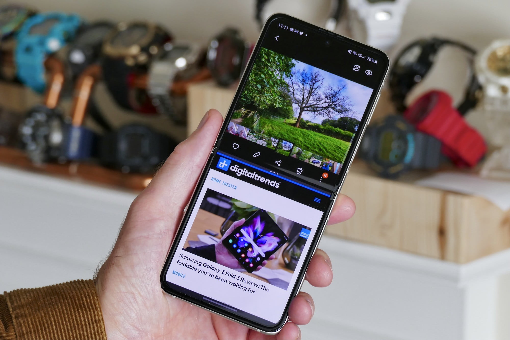 Multi tasking on the Galaxy Z Flip 3.