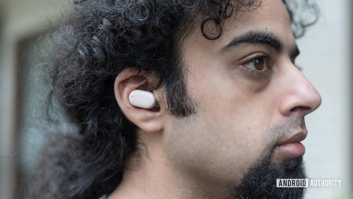 Redmi Buds 3 Pro in ear