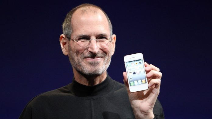 Steve Jobs Once Tossed the Original iPhone Across a Room to Impress Journalists