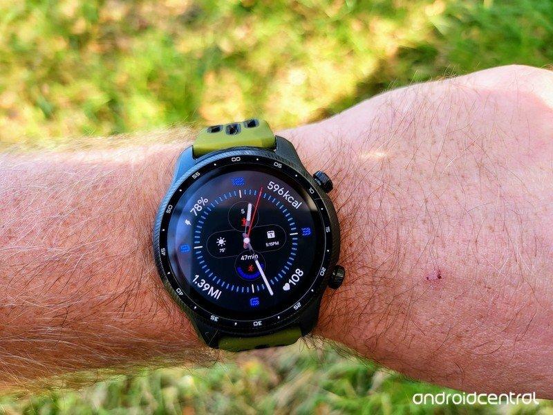 ticwatch-pro-3-ultra-gps-lifestyle-06.jp