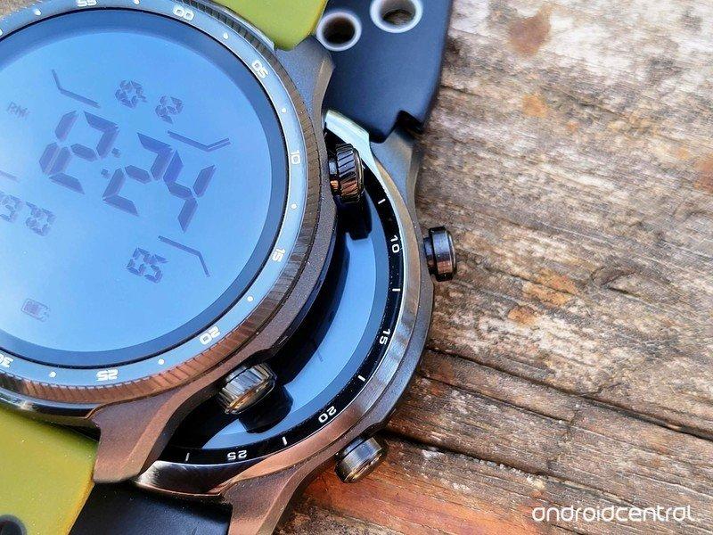 ticwatch-pro-3-ultra-gps-lifestyle-05.jp