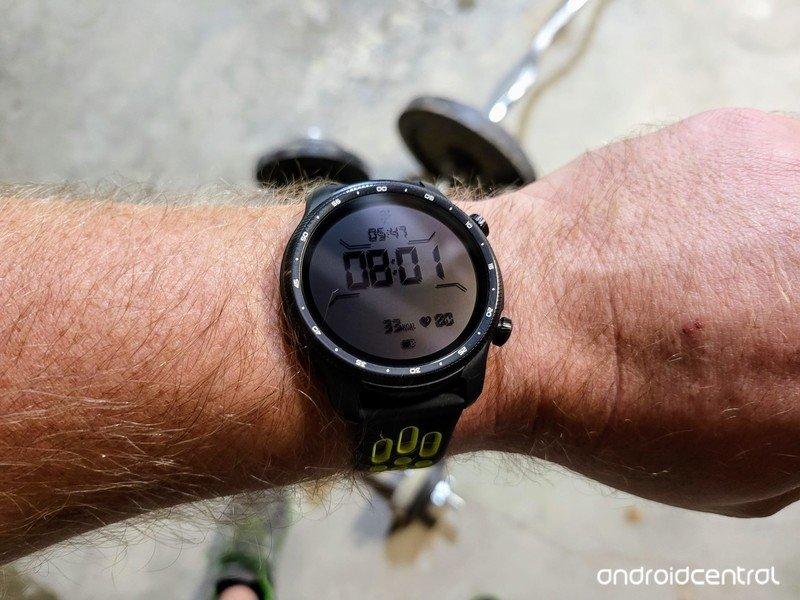ticwatch-pro-3-ultra-gps-lifestyle-02.jp